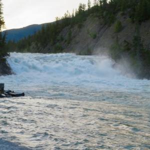 『最近の撮り溜め写真いろいろ』『ボウ滝の水量が多い』『昨年閉店したOK GIFT SHOP に新しいお土産屋』『プレイグラウンドの眺め』『夏の夕暮れ爽やか写真』*記事書きはBanff,Canada
