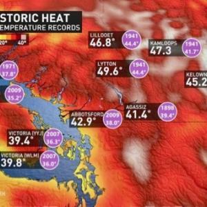 『曇り空から晴れ間のいい天気に変化の今日』『最高気温予報は+22℃と適温で涼し目』『カナダ黒歴史;哀悼の意味を込め子供靴が役場の前の階段に並べてある』『BC州の熱波と山火事』*記事書きはBanff,Canada