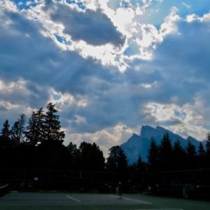『2週間以上経っても朝から煙だらけのバンフ』『雨予報はあっても雨降らず・・』『1週間前より悪化』*「記事書き」はBanff,Canada