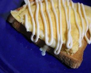11月23日  トーストの チーズオムレツのっけ&ワンタンスープ