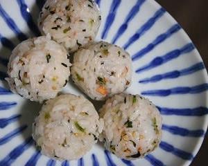 3月28日  鮭と青菜の コロコロおにぎり