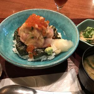 美食米門 品川港南 ワイン&グリル/ネギトロとお刺身がたっぷりの海鮮丼