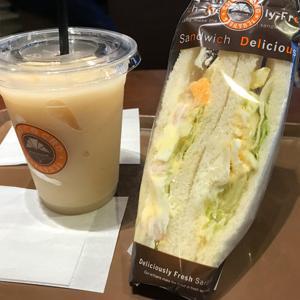 サンマルクカフェ/白桃スムージーとサンドイッチ
