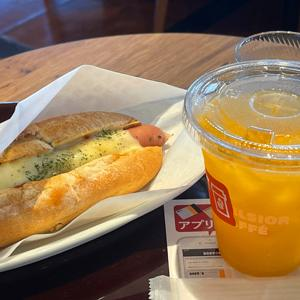 エクセルシオール カフェ/チーズドッグと静岡県産温州みかんジュース