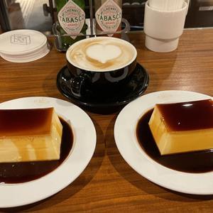 デポ(DEPOT)/東京駅エキソトのカフェ&バーでプリントカフェラテ