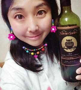 本日の晩酌写メ☆フクロウラベルの赤ワイン飲んでいます♪