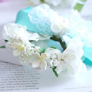 ミントグリーンの幅広リボンの花冠