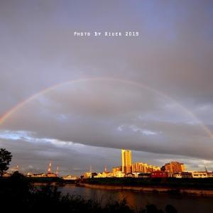 PM7時 街を包む二重虹