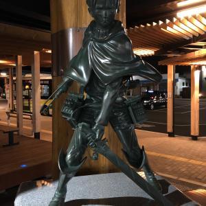 リヴァイ兵長の銅像
