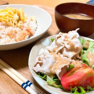 塩鮭のちらし寿司と、豚の角煮。