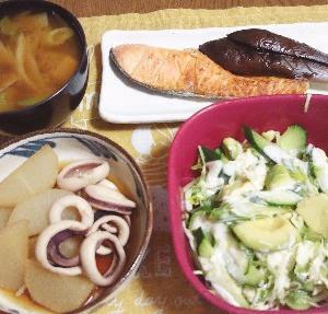 食事日記  イカと大根の煮物。