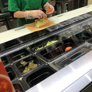 SUBWAY、野菜MAXにして!と言う!