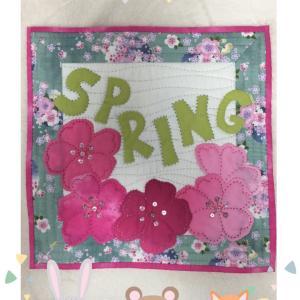 春のミニタペストリー