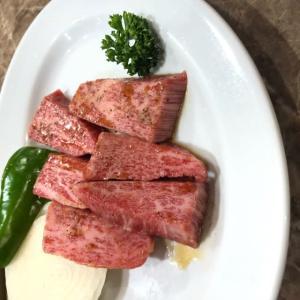 焼肉 特上カルビ、牛タン塩、ロース、カルビ、にんにくライス
