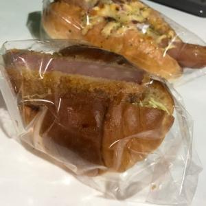 東京中野 ボンジュール ボン カレーパン、メイプルメロンパン