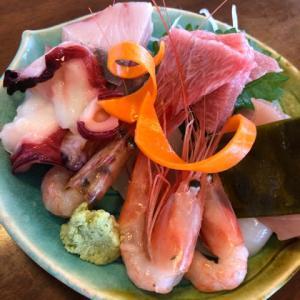 厚生食堂 刺身盛合わせ、牡蠣フライ、さわらフライ定食