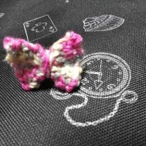 かぎ針編みリボンのモチーフの指輪