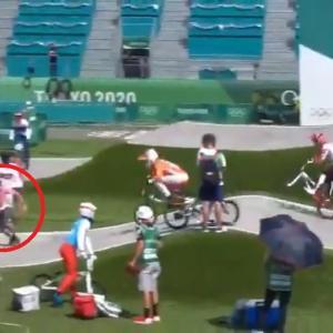 【五輪スタッフ大失態】自転車競技のコースを横切り選手に激突