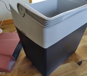 ペルチェ式クーラーボックス冷蔵庫