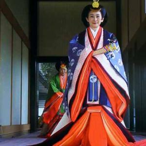 即位礼を祝う(10月22日 NHKテレビより収録)