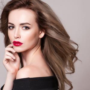 外見から漂う魅力的な女性の5つの特徴