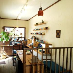 陶芸工房で器づくり