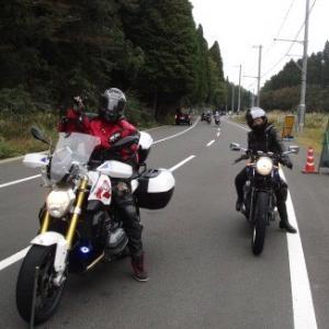 ひょえ〜‼️  凄いバイクに乗るのね❣️