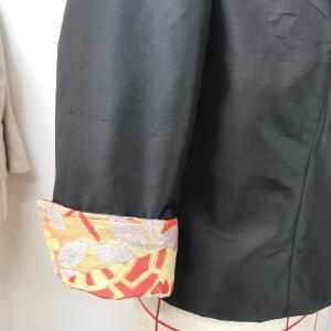 ジャケットの袖は、