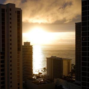 2020.3ハワイ旅 - ワイキキの冬の夕日とロイヤルハワイアンの新しいフードコート