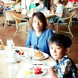 あのころハワイ - ホテルのレストランで朝食は楽しい 高いけどね〜