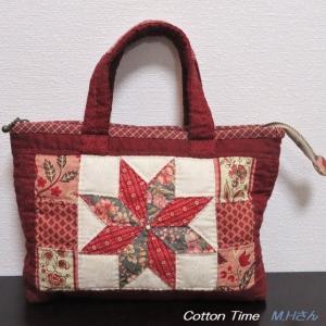 赤いスターのバッグとキルト / シロバナマンジュシャゲ