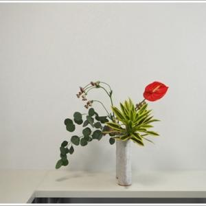 生徒作品、花器も自由に
