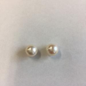 真珠は白系とピンク系、どちらが良いか
