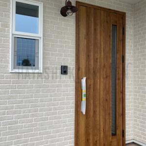 おしゃれなキーレス玄関ドア・・・