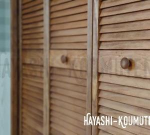 おしゃれな木製ドア折戸・・・