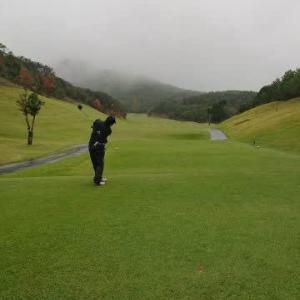 伊勢志摩カントリークラブでゴルフ その2 ~雨の中のゴルフ、100切りならず・・・~