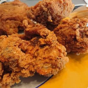 ケンタッキーフライドチキンの期間限定「ブラックホットチキン6ピース食べくらべパック」