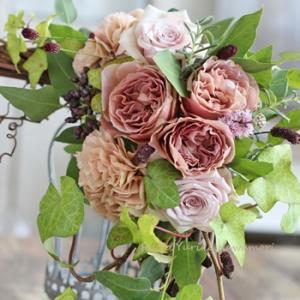 今の季節が一番似合うバラ・カフェラテ