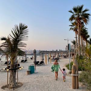 ドバイプールの次はビーチへ