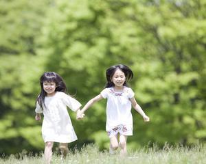 2歳児の迷子にも有効!「ヨーイドン」「止まれ」の運動で、集中力を養おう
