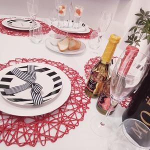 メリークリスマス昨日は友人4人+と我が家で#クリパ でした♡テーブルコーデも諸々途中の...