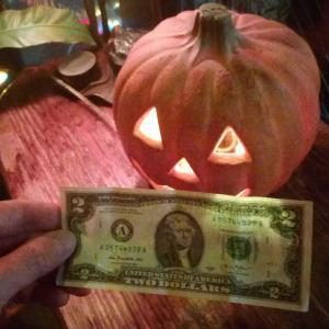 2ドル札 Doubtful as Double .  Halloweenの贈り物