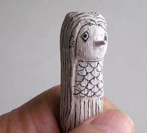 木を削ったアマビエ様