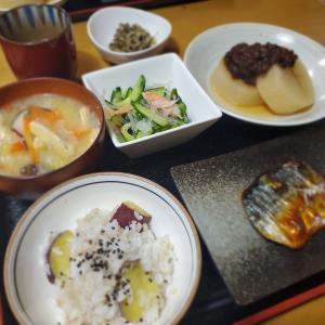 【さつまいもご飯】で【焼き鯖定食】の晩ごはん