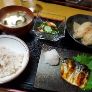 【焼き塩サバ定食】の晩ごはん