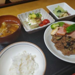 【茄子の肉味噌炒め定食】の晩ごはん