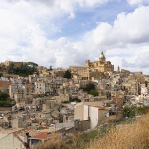 シチリアの内陸エンナにある村