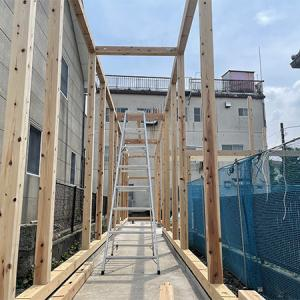 『廊下の家』建て方工事中です。