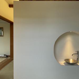 『テラス イン テラスの家(リノベーション)』玄関手洗い設置しました。