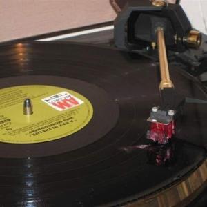 今日は初めてLPレコードが発売になった日だそうですよ(^_^)/~